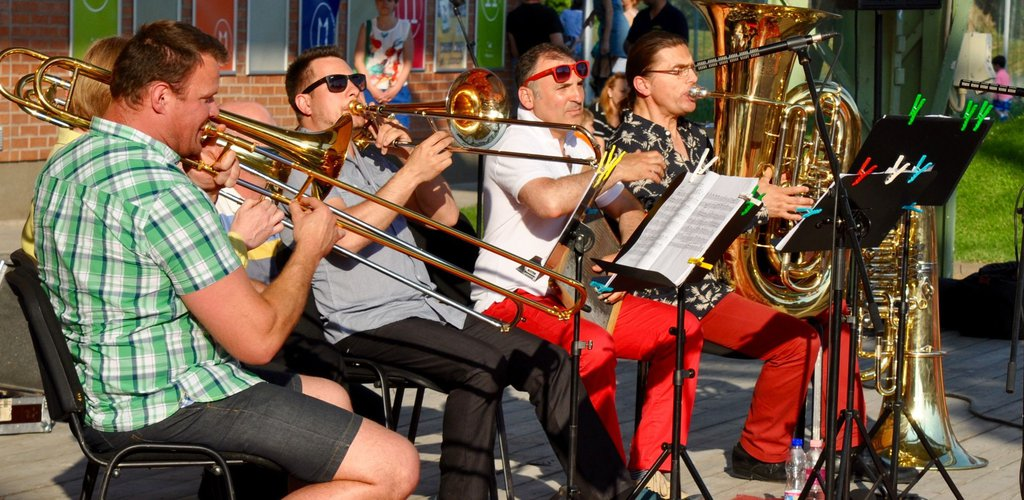 Live concerts with the BFO musicians, at Lake Balaton and elsewhere